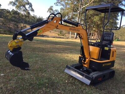 AU14950 • Buy 2020  Mini Excavator , Quick Hitch & 7 Attachments