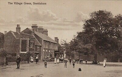 THE VILLAGE GREEN, SNETTISHAM, NORFOLK : POSTCARD (c1905) • 12.95£