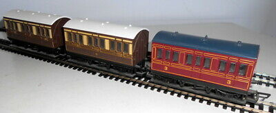 3 Hornby 00 Gauge 4 Wheel Coaches (2 X GWR Cream & Brown & 1 LMS Maroon) • 10£