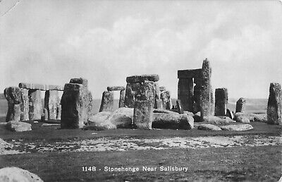 Real Photo Postcard Vintage - Stonehenge Near Salisbury - Wiltshire, England. • 8.99£
