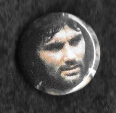 George Best Football 1x 32mm Badge Recycled Magazine Picture • 1.25£