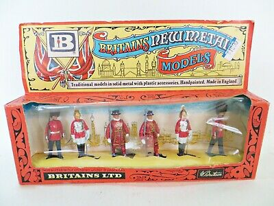 BRITAINS 7225 'CEREMONIAL SET: BEEFEATERS Etc' 1:32 TOY SOLDIERS. MIB/BOXED • 9.99£