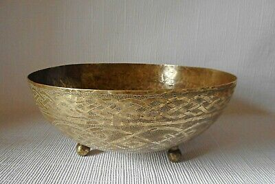 HAMMERED BRASS BOWL - CHASED CELTIC DECORATION 210mm ACROSS  • 12.99£