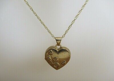 375 9ct Gold Hallmarked Heart Shaped Locket And Chain 1.7g • 23£