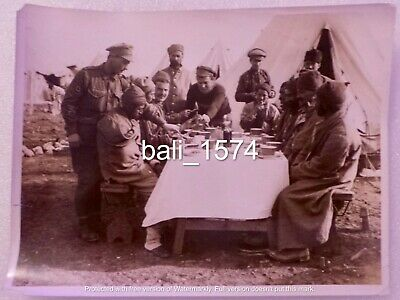 ORIGINAL WW1 REAL PHOTO GALLIPOLI - TURKISH POW's EATING & ALLIED MEDICS AT CAMP • 44.95£