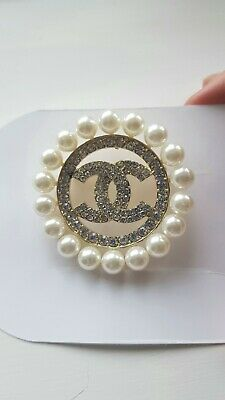 Circular Brooch With Faux Diamante Detail And Pearl Surrounds • 3.50£