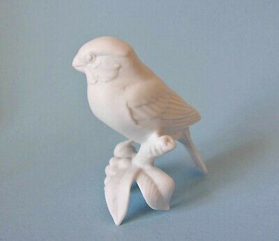 £9.95 • Buy KAISER PORCELAIN WHITE BISQUE FIGURE OF A FINCH  75mm HIGH - 467