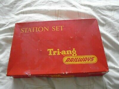 £14.95 • Buy Triang R81 Station Set ICOMPLETE IN ITS BOX