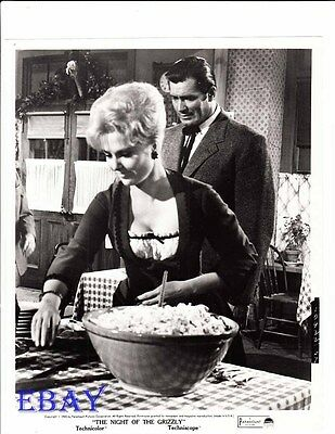 $29.99 • Buy Clint Walker Night Of The Grizzly VINTAGE Photo