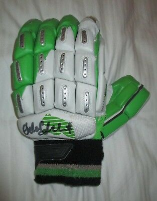 AU399 • Buy Adam Gilchrist (Australia) Signed Puma Batting Glove (Left Hand) + COA / Proof