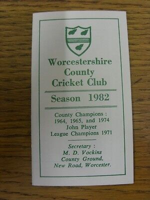 1982 Fixture List: Worcestershire County Cricket Club - Fold Out Card. Any Fault • 2.99£