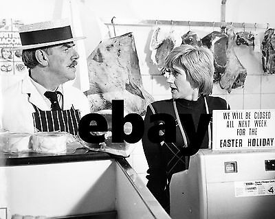 Liz Fraser Carry On Behind 10  X 8  Photograph No 27 • 3.50£