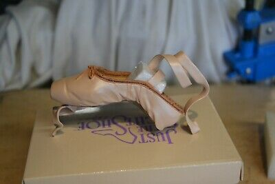 Just The Right Shoe En Pointe With Certificate • 3.60£