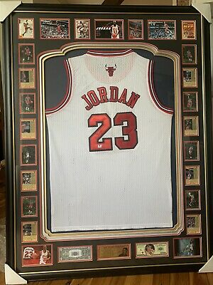 AU9899 • Buy Framed Michael Jordan Bulls Jersey Signed - BRAND NEW