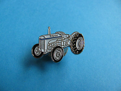 Small Massey Ferguson Tractor Pin Badge. VGC. Unused. Tractor, Farming Interest. • 2.95£