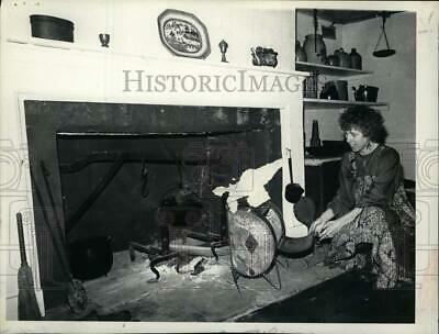 £12.26 • Buy 1977 Press Photo Connie Frisbee Next To Fireplace At Cherry Hill In Albany, NY