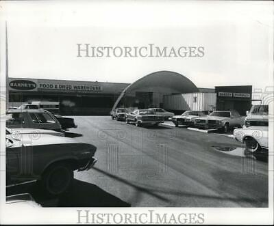 $ CDN24.25 • Buy 1978 Press Photo Barney's Food & Drug Warehouse At 6674 Pearl Road - Cva93597