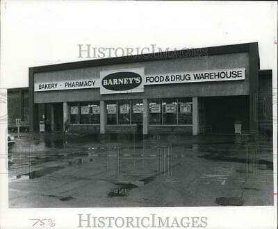 $ CDN24.25 • Buy 1987 Press Photo Barney's Food And Drug Warehouse - Cva95364