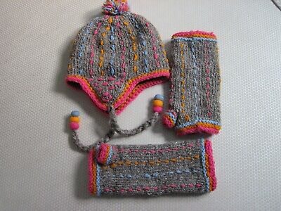 Pachamama Bobble Hat And Fingerless Long Gloves Lockdown Wardrobe Clearance  • 10£