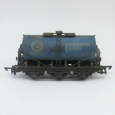 Dapol OO Gauge Express Dairy Weathered Milk Tank Wagon (B667)- Heavily Weathered • 15.99£