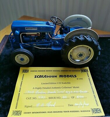 Danbury Mint 1958 Fordson Dexta TRACTOR 1:32 Pre-owned • 38£