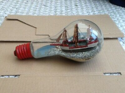 Hand Painted Vintage Sailing Ship In A Lightbulb • 4.99£