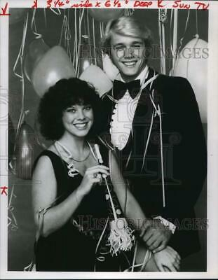 $15.88 • Buy 1980 Press Photo Actors Erin Moran & John Schneider Host Holiday Special
