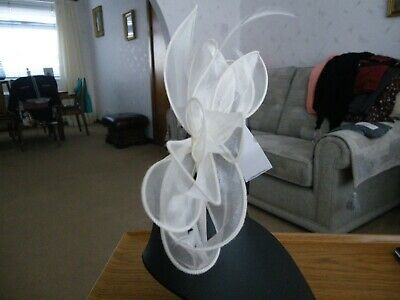 Marks & Spencer Beautiful Cream Fascinator With Feather Detail Bnwt • 3.50£