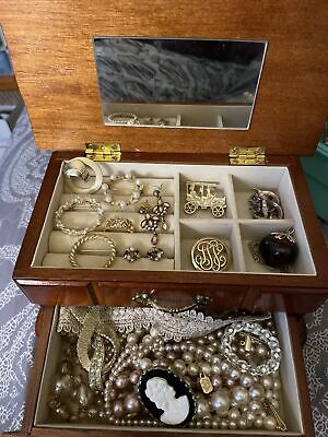 $ CDN30.30 • Buy Vintage To Now Costume Jewelry Lot in Wooden Jewelry Box  - Some Signed
