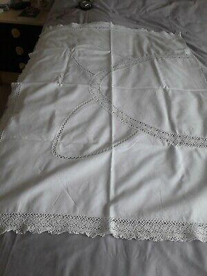 Lace Edged Vintage Tablecloth • 5£