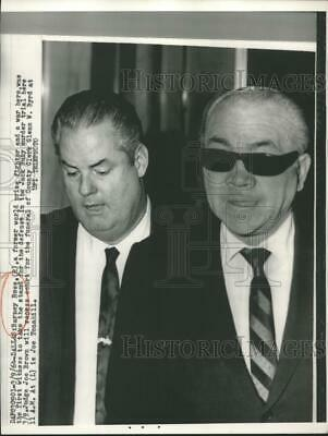 $ CDN20.13 • Buy 1964 Press Photo Barney Ross Takes Witness Stand At Trial For Jack Ruby