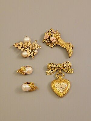$ CDN33.62 • Buy All Signed AVON 1928 Vintage Lot Brooches Watch Clips Earrings Faux Pearls