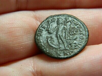 £2 • Buy Un Researched Roman Bronze Coin Emperor Holding Victory Metal Detecting Detector