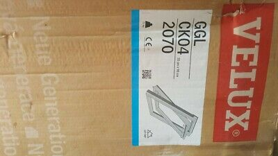 £280 • Buy VELUX GGL 2070 Centre-Pivot Painted Roof Window With Flashing Kit