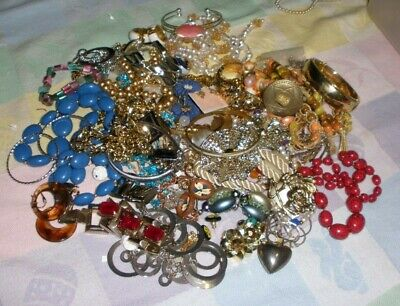 $ CDN33.95 • Buy Vintage Lot Of Fun Jewelry-all Wearable  -necklaces-earrings-2 Pounds  (4)