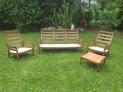 Ercol Windsor Saville Three Seater Settee, 2 X Armchairs And Footstool • 199£