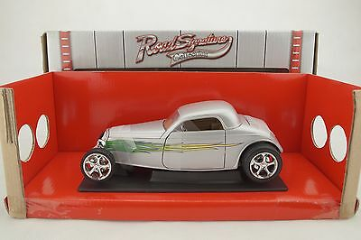 AU85.39 • Buy 1:18 Road Signature - 1933 Ford Coupe Silver With Flames - Rarity - New/Boxed