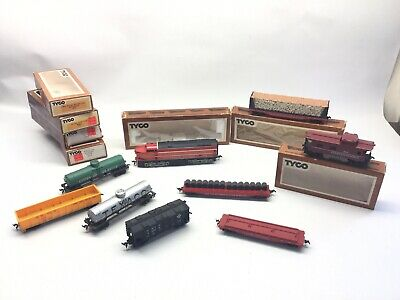 $ CDN53.32 • Buy Vintage Lot Of HO Scale Tyco Trains 210 Southern Pacific Loco Plus 8 Cars