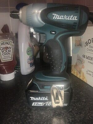 Makita DTW285Z Impact Wrench 18v 3ah Fuel Chard Battery • 67£