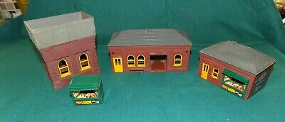 Station Building + Waiting Room + Water Tower +news Kisoks  Oo Gauge By Triang • 19.99£