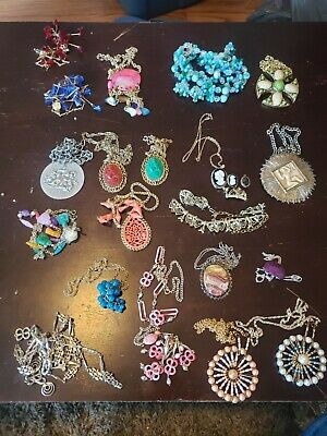 $ CDN8 • Buy Large Lot Of Vintage/retro Jewlery(necklaces,braclets,earrings,stick Pins +more