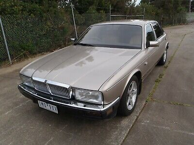 AU8500 • Buy Jaguar Xj40 Sovereign Luxury Pack - Low Klms, Excellent Condition