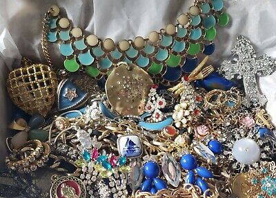 $ CDN20.72 • Buy Vtg Mod Jewelry Lot Rhinestone + Signed Avon Monet 1928 Cameo Locket +