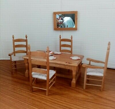 DOLLS HOUSE MINIATURES 1/12th SCALE LIGHT OAK TABLE, 4 CHAIRS & ACCESSORIES • 7.99£