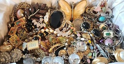 $ CDN36.09 • Buy Vtg Mod Jewelry Lot Rhinestone + Signed Napier Trifari Dante Avon Masonic Charm