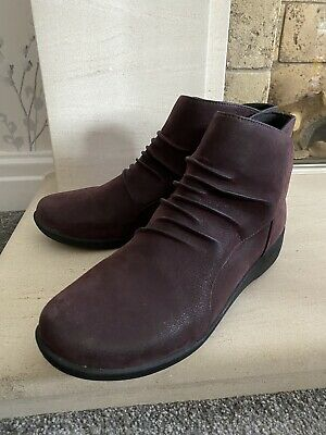 Womens Burgundy Purple Clarks Ankle Boots Size 5. Excellent!Cloud Steppers • 20£