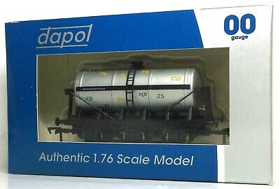 Dapol Graffiti 6 Wheel Tank Wagon • 14.99£