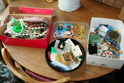 $ CDN16.22 • Buy HUGE LOT Vintage Jewelry Brooches Religious Necklaces Medals Pins 12 LBS JUMBO