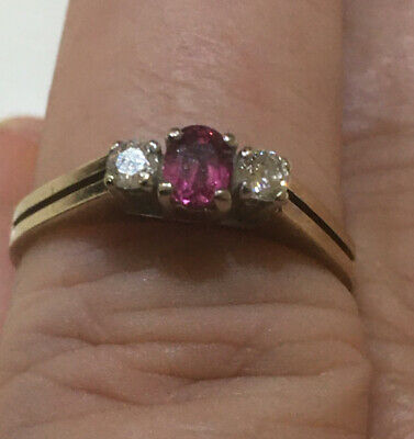 Pretty 9ct Gold Diamond And Ruby Ring • 250£