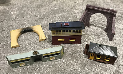 Triang Hornby Signal Box, Station Buildings & Tunnel Entrances • 5.20£